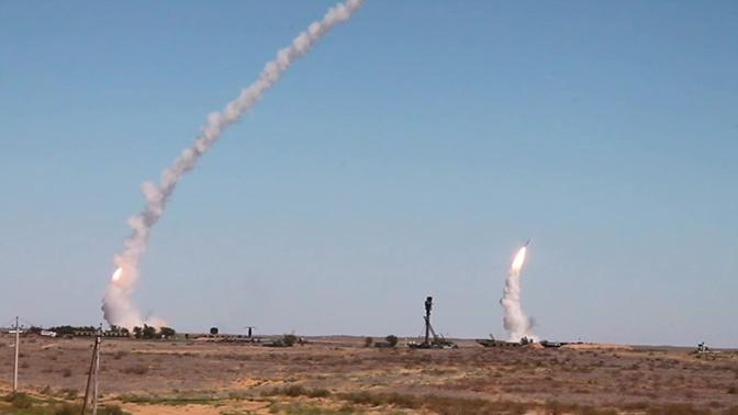 С-300 отражают массированный ракетный удар: видео учений