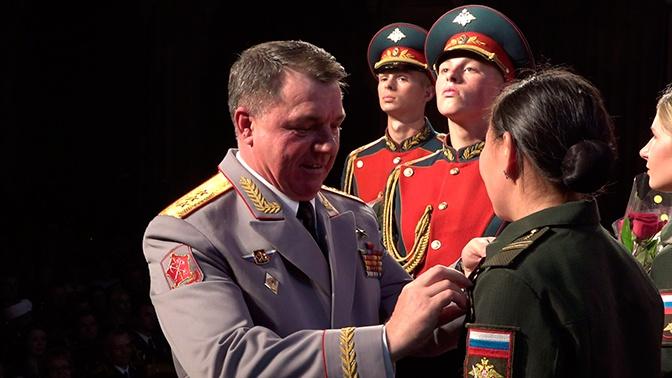 За высокие показатели: женские танковые экипажи получили медали после АрМИ