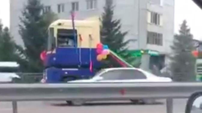 Свадебные тягачи проехали по Красноярску: видео