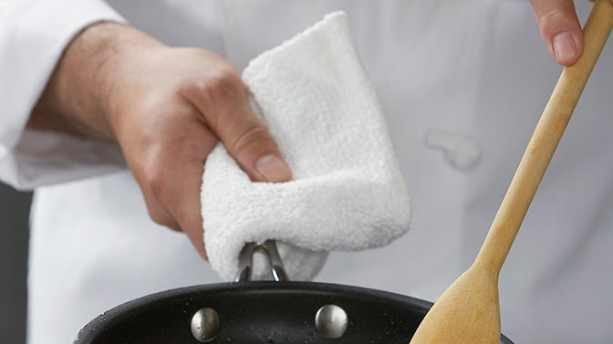 Приятного аппетита: в Британии каннибал устроился работать поваром