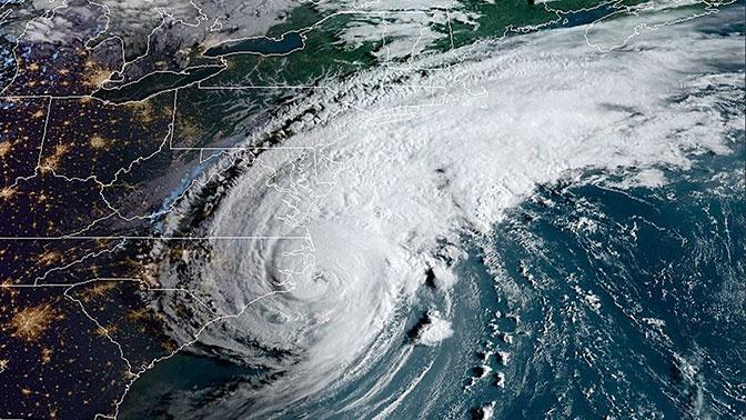 Сезон ураганов: NASA показало спутниковые снимки бушующих на Земле штормов