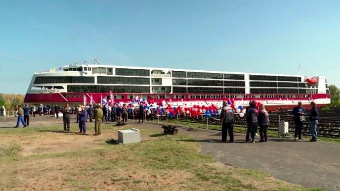В Нижнем Новгороде впервые за 60 лет спустили на воду круизный лайнер