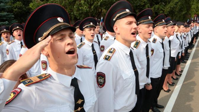 В Кремле отреагировали на идею Грефа поднять зарплаты полицейским