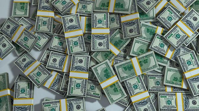Впервые за семь лет: дефицит бюджета в США превысил триллион долларов