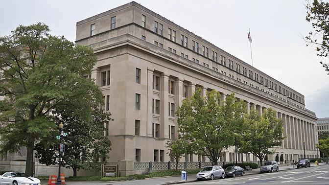 Эпицентр порока: неизвестные нарисовали свастику в здании МВД США