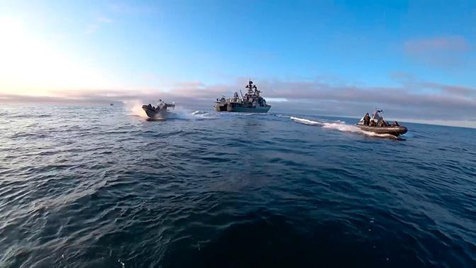 Десантирование и удар по «противнику» в Арктике: видео учений Северного флота