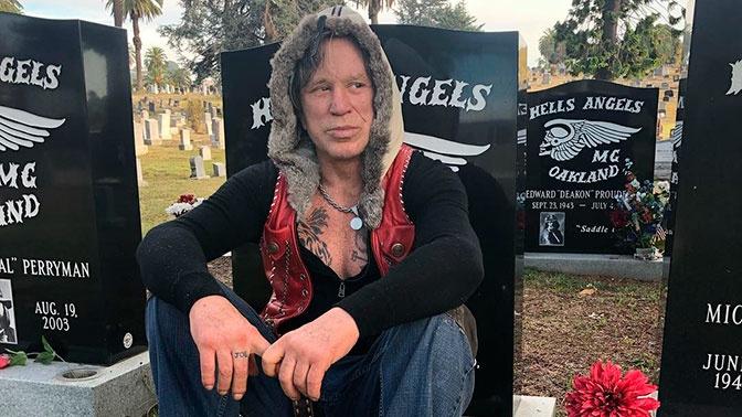Микки Рурк пожелал себе похорон в украинском селе