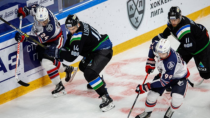 Хоккеист «Нефтехимика» сломал нос защитнику «Салавата Юлаева»