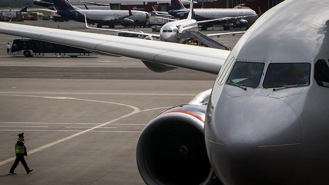СМИ: в аэропорту Шереметьево тягач протаранил самолет