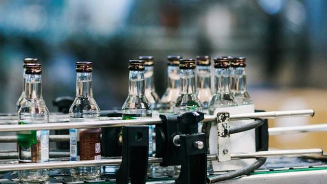 Минфин рассмотрит предложение повысить цены на водку