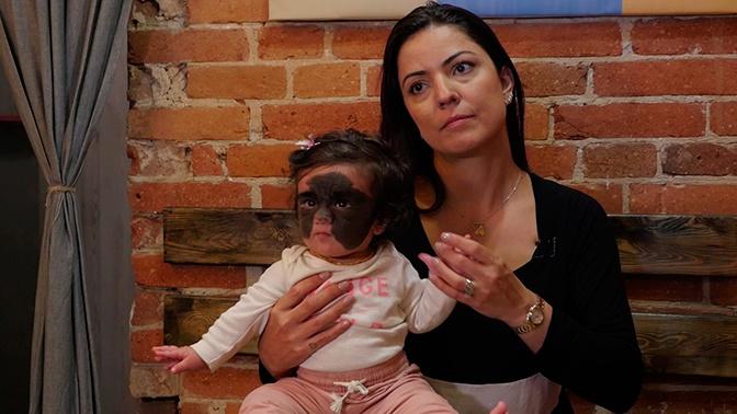«Меня называли сумасшедшей»: мама «девочки-бэтмена» рассказала о поездке в Россию