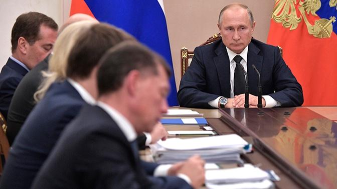Путин обсудил с правительством пересмотр обязательных требований к бизнесу при проверках