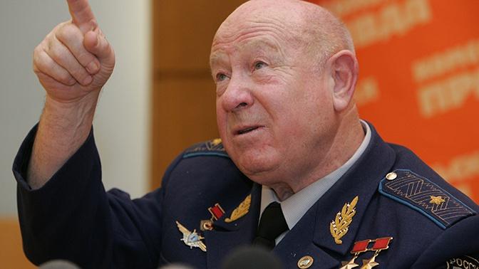 Скончался  Алексей Леонов— 1-ый  вмире космонавт, вышедший воткрытый космос