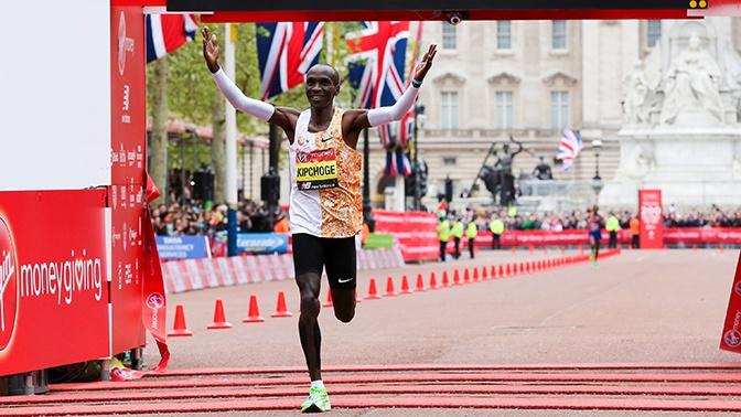 Кениец Кипчоге первым вистории пробежал марафон скорее чем задва часа