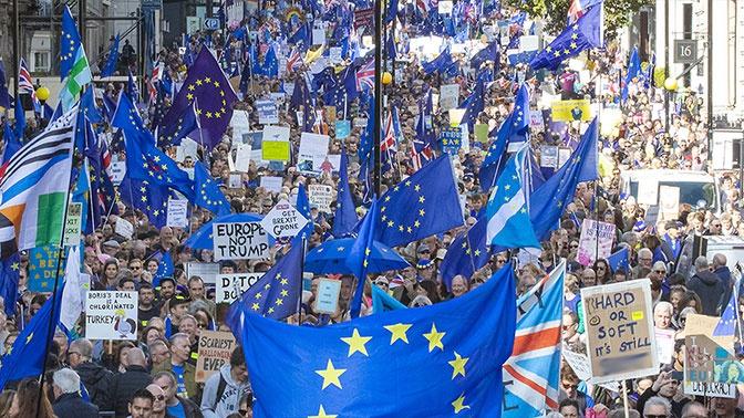 Не опять, а снова: британский парламент отложил Brexit