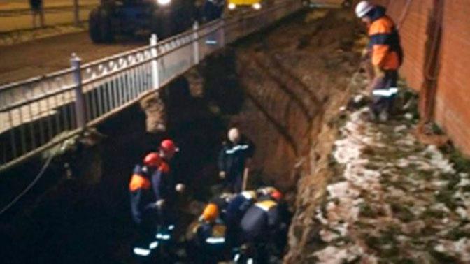 В Екатеринбурге рабочие попали под обрушение грунта