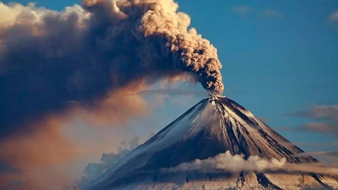 Вулкан Шивелуч на Камчатке выбросил столб пепла высотой 3 км