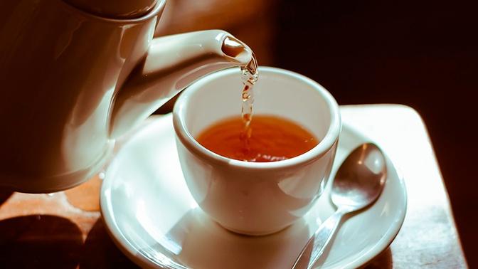 Диетолог назвал продукты, с которыми не стоит пить чай