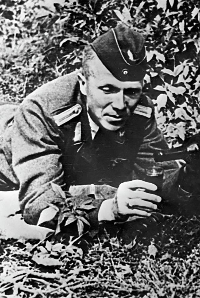 Николай Кузнецов в лесу под Ровно в форме немецкого офицера