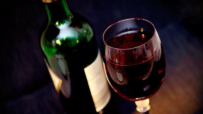 Перебрали лишнего: во Франции похитили редкие вина на 500 тысяч евро