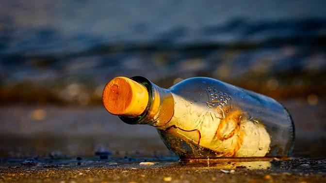 Спустя 10 лет юноша получил ответ на послание в бутылке, брошенной в океан