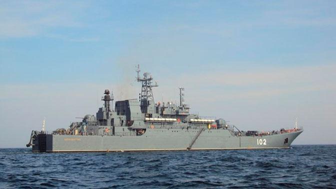 Корветы «Стойкий» и БДК «Калининград» вернулись в военную гавань Балтийска