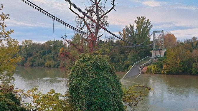 Во Франции в реку рухнул подвесной мост: есть жертвы