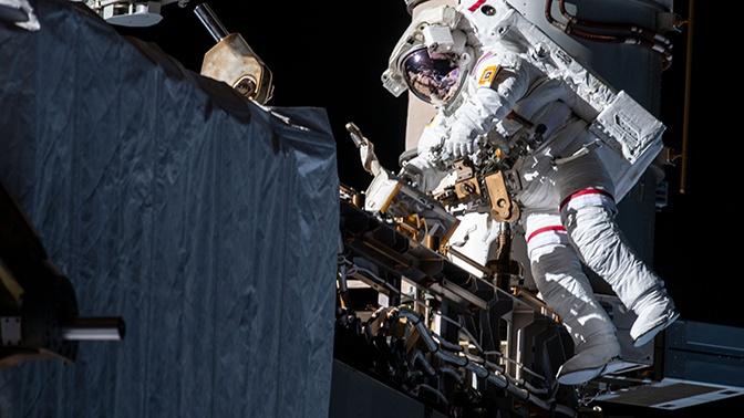 В NASA ищут причины протечки скафандра астронавта в открытом космосе