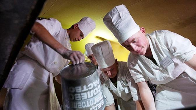В День артиллерии артиллеристам ВВО устроили праздничный обед с блюдами татарской кухни