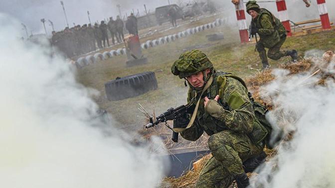 Путин призвал повышать престиж военной службы