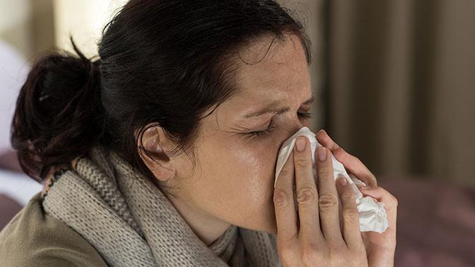 Названы основные ошибки при лечении насморка