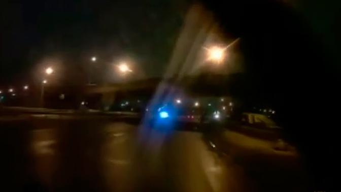 В Оренбурге мост едва не обрушился на автомобиль: кадры от первого лица