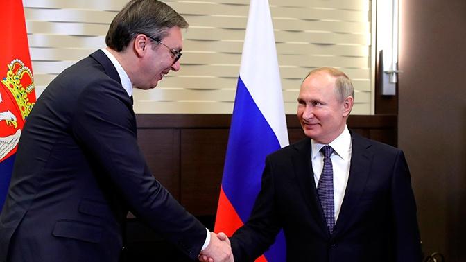 «Необычайная честь»: Путин подарил Вучичу ружье сербского короля