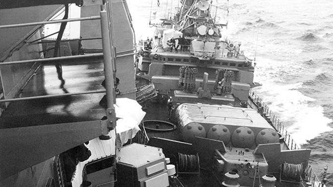 Крымский таран: как советский сторожевик прогнал американский крейсер из Черного моря