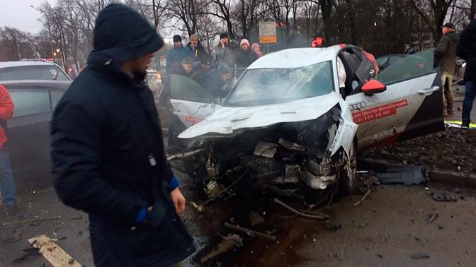 Четырнадцать автомобилей «всмятку»: момент крупного ДТП в Петербурге попал на видео