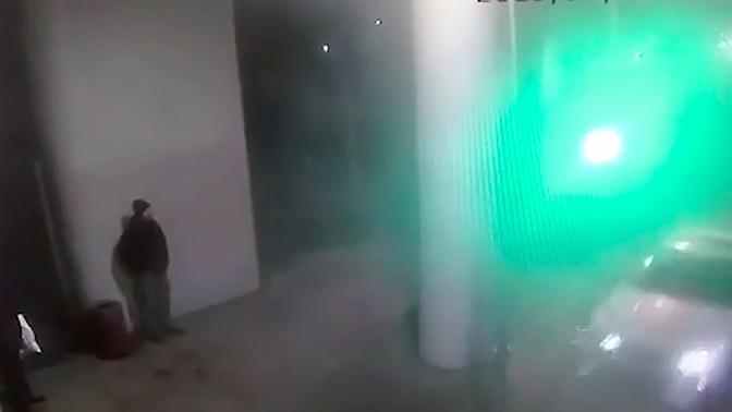 Влетел на скорости: момент наезда легковушки на людей у МЦК попал на видео