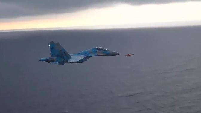 Полет ракеты рядом с Су-27 ВВС Украины показали на видео