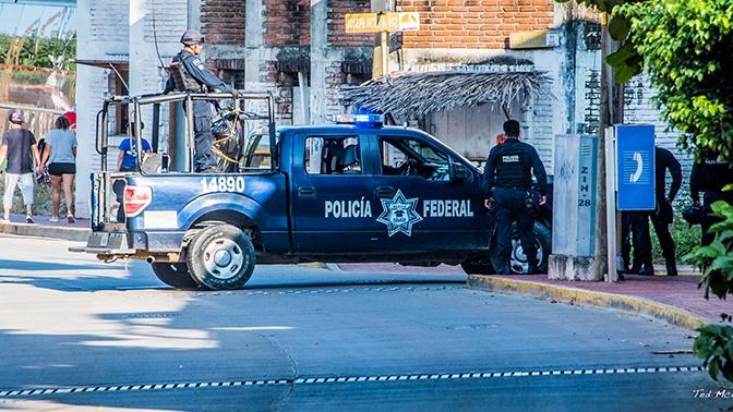 Житель Мехико справил нужду и застрелил людей, которые его упрекнули