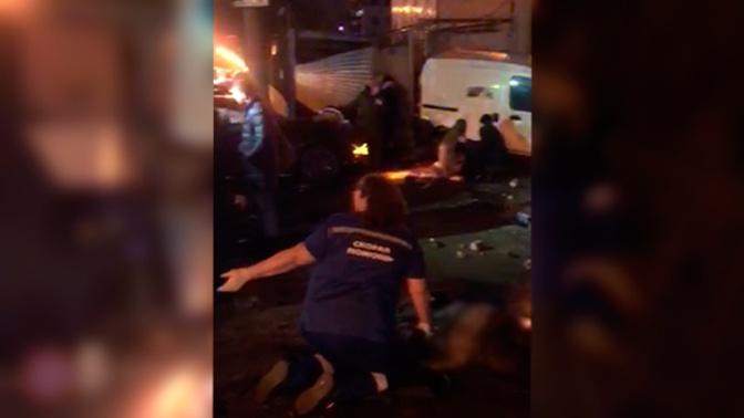 Осколки и разбросанная одежда: видео первых минут после массового ДТП с детьми в Нижнем Новгороде