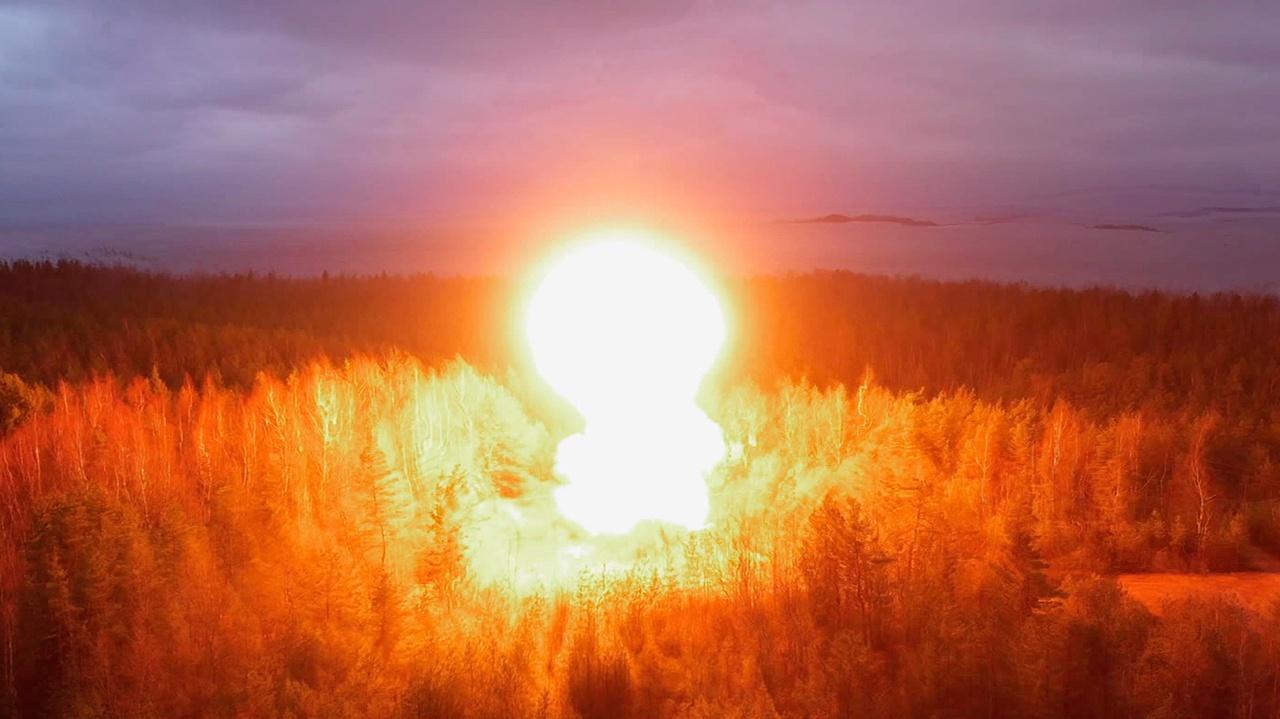Огненная вспышка и запредельная ударная волна: кадры испытания двери командного пункта РВСН