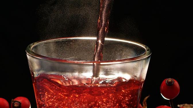 Диетолог развеяла миф о пользе горячего чая при простуде