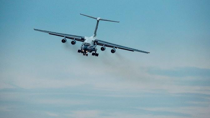 СМИ: самолет Ил-76 с отказавшим двигателем готовится к аварийной посадке в Жуковском