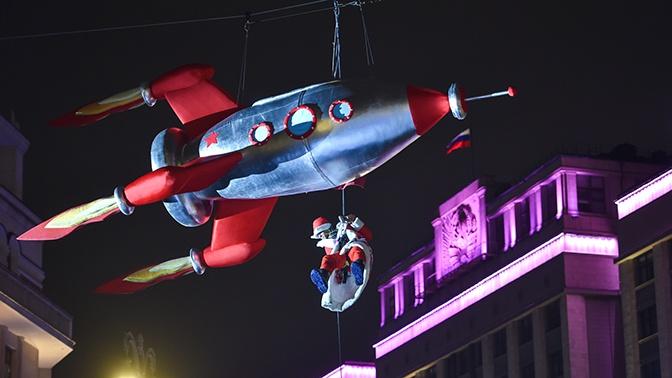 Полет Деда Мороза на ракете и красочный салют: как в Москве встретили Новый год