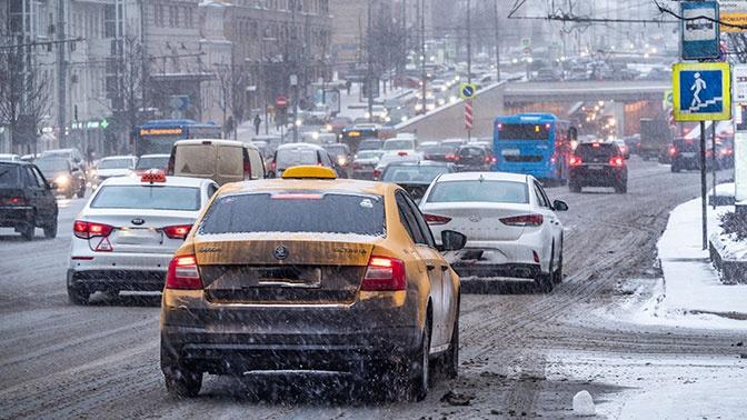 Московских водителей предупредили о гололедице из-за снега с дождем