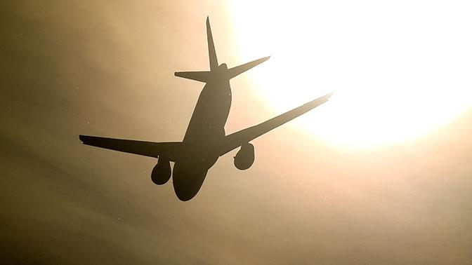 Пассажирский лайнер SSJ-100 вернулся в Шереметьево из-за проблем с двигателем