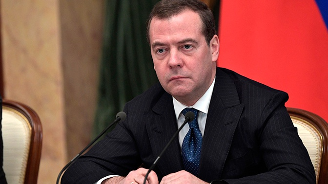 Медведев отменил действие 1259 устаревших правительственных актов