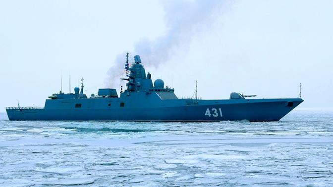 Фрегат «Адмирал Касатонов» провел артиллерийские стрельбы в Баренцевом море