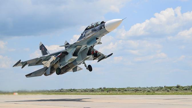 Истребители Су-30СМ уничтожили корабль «противника» в Черном море