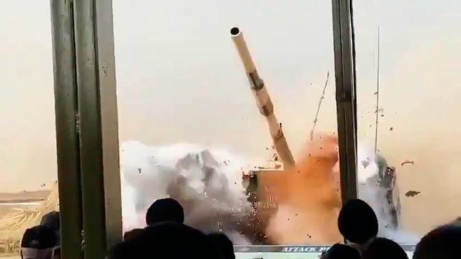 Т-72 встал «на дыбы» перед трибуной со зрителями: видео