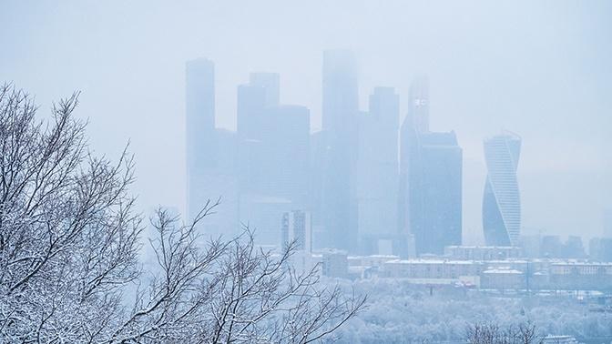 Туман над столицей: в Москве объявлен желтый уровень опасности